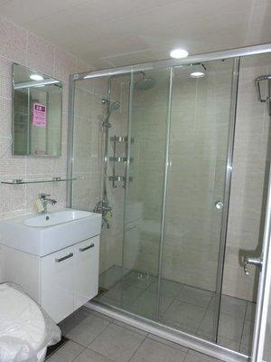 東城浴室整修  磁磚拆除 防水處理.  貼磁磚換裝、改造、翻修、衛浴規劃圖片