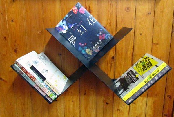 壁掛式交叉書架,有別於一般書櫃,提供不同氛圍的生活提案,工業風置物架 loft
