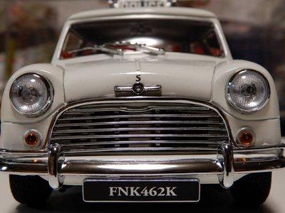 八田元氣小棧:日版收藏品 京商 1/18 MINI Cooper S police 1968含展示盒