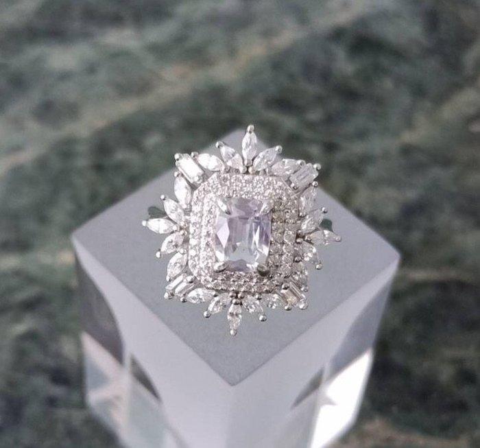 珍奇翡翠珠寶首飾-天然無燒無處理白色藍寶石1.05克拉,罕見鑽石白最棒錫蘭產,超乾淨晶瑩剔透火光強閃,附台大證書(戒圍11號)