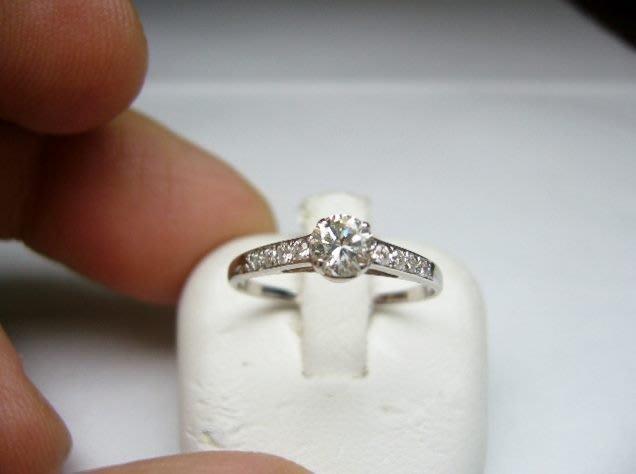 [吉宏精品交流中心]30分 南非天然鑽石 白K金 造型 戒指(禮物)