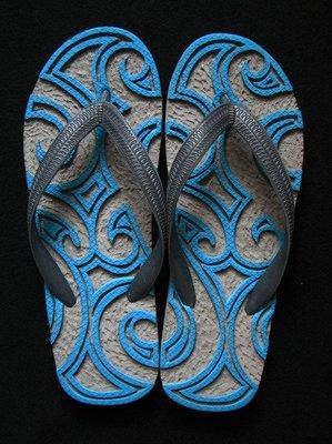 休閒鞋海灘鞋夾腳拖鞋涼鞋像版畫模板又似木雕刻的橡膠雕刻文創藝術品014【心生活美學】