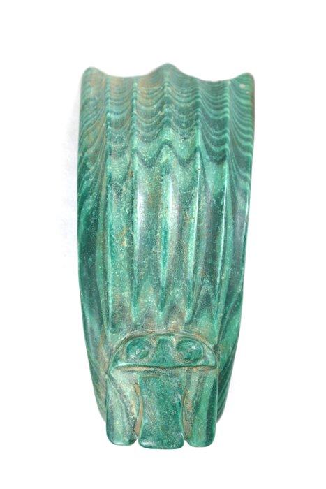 《博古珍藏》孔雀石立鷹髮冠擺件.538公克.紅山文化文物.老鉈工.收藏多年.感恩特賣會.超值回饋