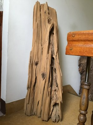王林典藏館(編號303)台灣珍貴國寶紅檜自然風化木,已噴砂!設計師的最愛,品相非常美,另有柴燒茶碗茶壺,肖楠閃花聚寶盆,紫檀手珠,牛樟榴,黑柿木聚寶盆,翡翠玉墜