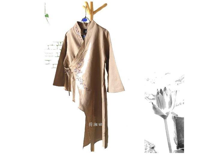 【荷湘田】秋裝--復古和風綁帶刺繡花朵圖騰上衣設計款/衣擺一邊長版