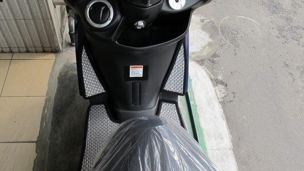 MILK71322目光機車踏墊-鈦金紋卡夢雙層止滑減震耐磨機車腳踏墊精品-YAMAHA 山葉 S-MAX155