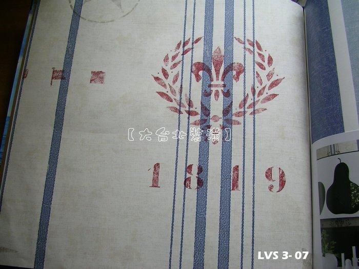 【大台北裝潢】LVS3進口平滑面純紙壁紙* 復古年代 直條徽章(3色) 每支1800元