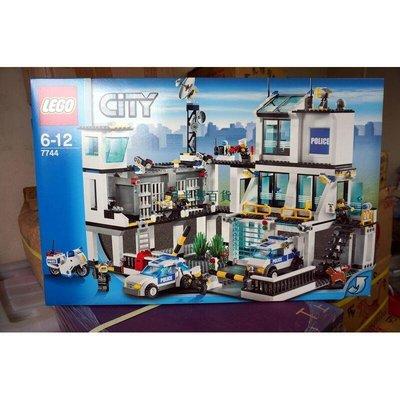 絕版樂高全新正品LEGO CITY 城市系列 7744 警署 警察局總部 珍貴-月半灣百貨