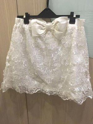 小花別針、專櫃【ANGEL】蕾絲蝴蝶結白色短裙