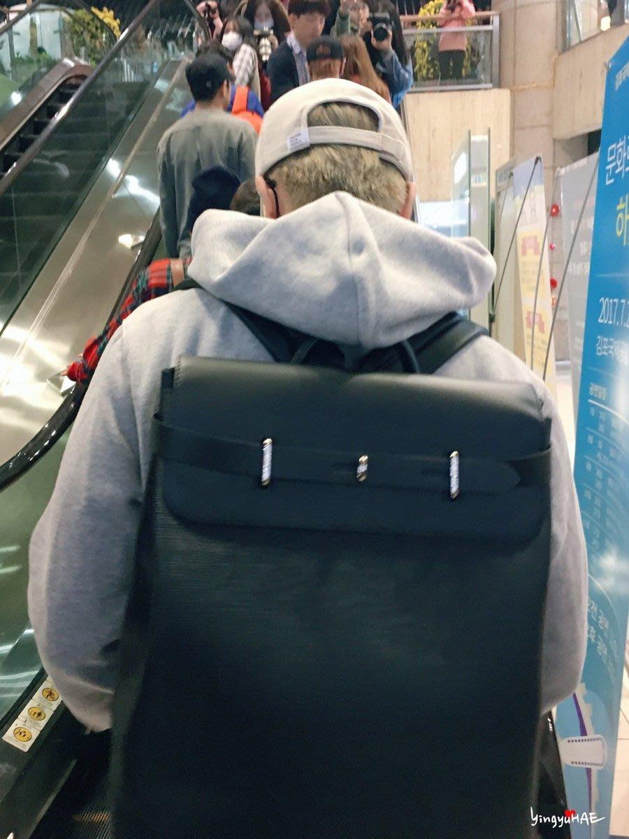 Louis Vuitton LV 男款 韓星 Super Junior 東海 低調 後背包