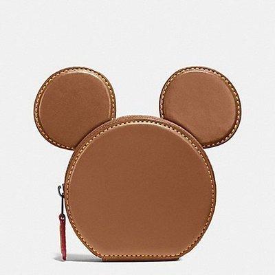 【雍容華貴】現貨!美國COACH X DISNEY限量聯名款米奇造型零錢包,駝色Mickey大耳朶超Q!附紙袋