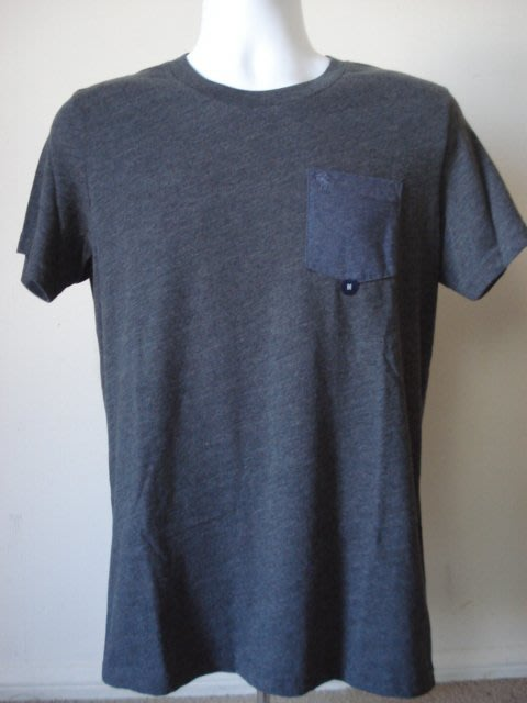 【天普小棧】A&F Abercrombie&Fitch Pocket Crew Tee圓領口袋短袖T恤深灰M號現貨抵台