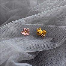 韓 不對稱 可愛 蜜蜂 花朵 造型 s925抗敏感 耳針 耳環(可改耳夾)