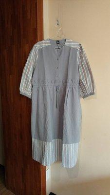 merlot  ♥日本品牌♥  淺灰色素面 拼接條紋設計  蓬袖綁帶洋裝