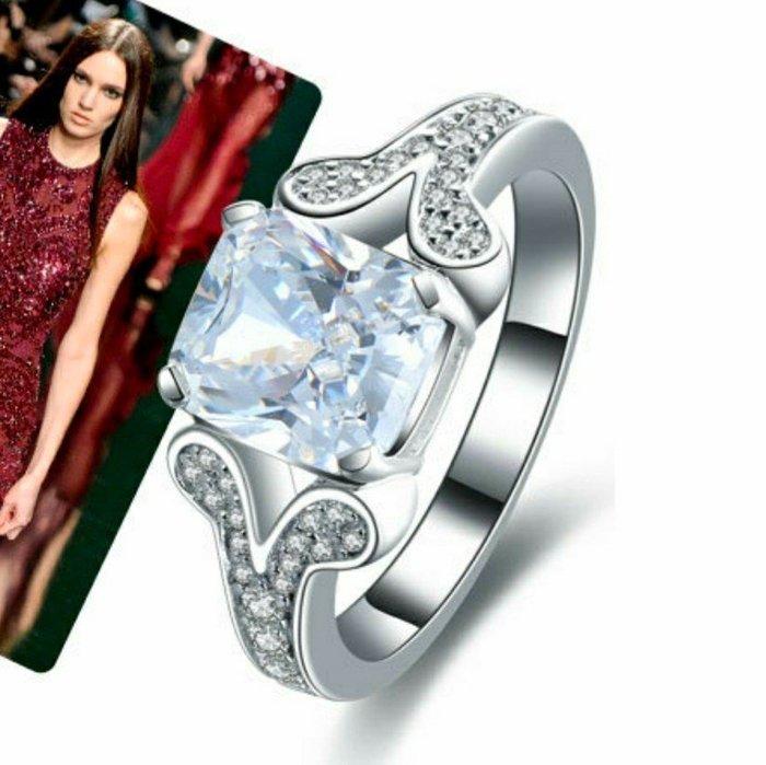 仿真鑽石高碳鑽戒主鑽枕形2克拉 魚嘴微鑲戒臂肉眼難辨真假真鑽鉑金質感求婚訂婚結婚特價 鑽石百年經典戒指鉑金質感 ZB鑽寶