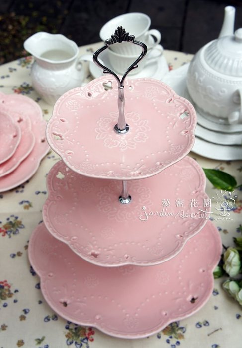 三層蛋糕架--秘密花園-馬卡龍粉色蕾絲浮雕鏤空三層蛋糕盤/點心架/甜點/蕾絲/佈置/下午茶