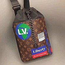 Lv印花手袋 lv斜挎包 男女同款情侶款 M44625  Lv Chalk單肩包攀岩運動鎂粉袋