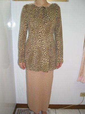 全新百貨專櫃DORE10%羊毛彈性豹紋上衣+ 70%彈性毛料長裙  L號