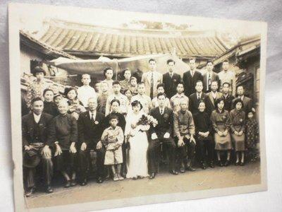 -【臺灣光復初期結婚式於宅前撮影記念 】 庫6-488