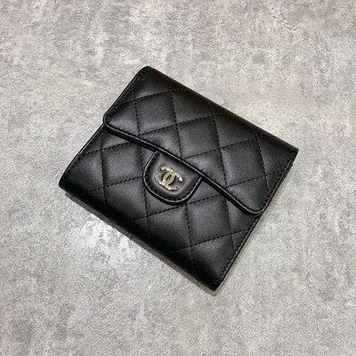 Chanel coco 三折短夾 後拉鍊 經典款 菱格紋 羊皮 銀釦 《精品女王全新&二手》