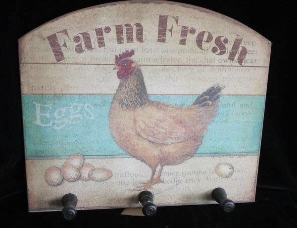 【布拉格歐風傢俱】鄉村風母雞木質三勾掛架  衣帽架 裝飾 居家 禮物 金雞蛋 展示