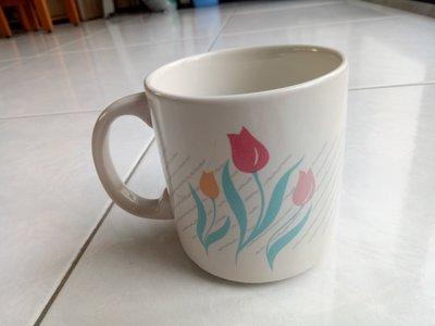 鬱金香馬克杯340ml 亮面米色陶瓷杯 灰色斜紋粉紅花圖案 白色咖啡杯 有把手的茶杯子 櫻環