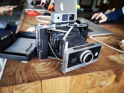 POLAROID360復古蛇腹相機.有點稀少.又沒很稀少…反正你如果喜歡就買吧.沒有很貴.台灣幾乎買不到