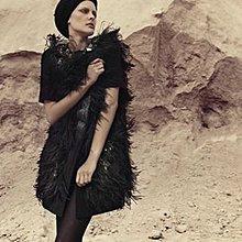原價十三萬 秀款重工珠繡彩鑽鴕鳥毛短袖長版大衣