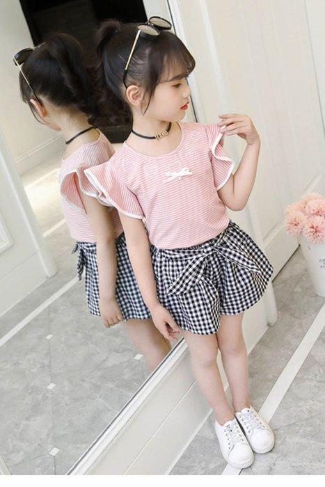 •*~ 辣媽咪衣飾小舖 ~*•❤童裝系列❤K050184韓版大童夏款甜美可愛休閒荷葉邊上衣+格子短褲二件套