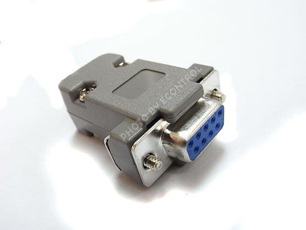 【易控王】D SUB 塑膠保護殼+VGA DSUB 單母座◎RS-232◎轉接頭◎螢幕線(70-130)