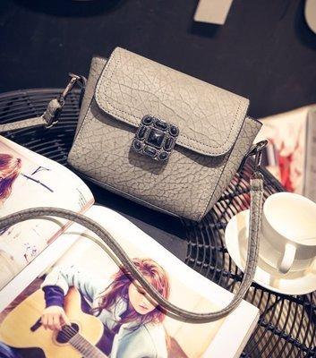 【Miss 小Q】韓國 復古 鎖扣 軟皮包 女 簡約 真皮 小方包 小包 側背包 女包 小女包 手拿包 KOREA
