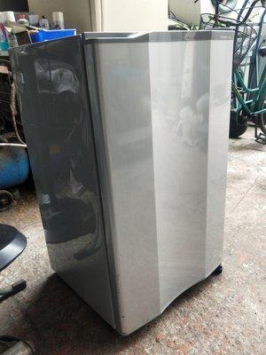我要修-各廠牌家用商用冰箱沒有結冰不冷了 壓縮機不會起動 上冷下不冷 不能化霜不良 冷凍庫結霜風扇卡住無法轉動會漏水漏灌冷媒-全新中古二手故障壞掉了維修理回收購