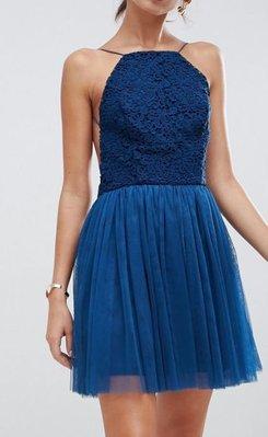 英國流行時尚品牌 海軍藍NAVY BLUE蕾絲感緹花+芭蕾女伶紗質裙襬露背細肩帶短洋裝 Lace Tulle Dress