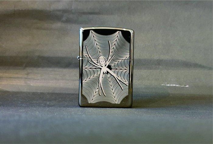ONE*$1~*美系*ZIPPO*Spider&Web《蜘蛛網》黑冰拋光鍍鉻/打印* 編號:29733
