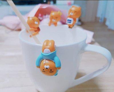 [現貨] 韓國KAKAO FRIENDS Ryan 萊恩4種新款杯緣子(起士桶, 背包, 皇冠, 帽T)