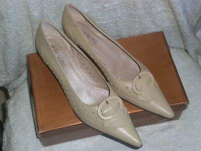 ☆甜甜妞妞小舖 ☆百貨公司專櫃 GENUINE 真皮中跟尖頭鞋 上班鞋---8號