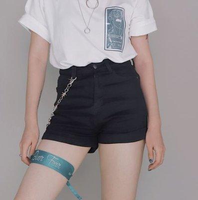 【黑店】百搭基本款黑色顯瘦短褲 黑色捲邊個性牛仔短褲 街頭基本款牛仔短褲 黑色短褲休閒短褲EO150