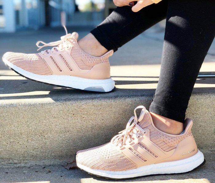 [Roen羅恩代購] Adidas Ultra Boost 4.0 編織襪套男女慢跑鞋 奶茶色