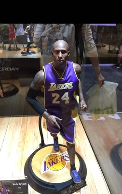 (Limited Edt)Kobe Bryant Rookie (8)&Retirement(24) Figure