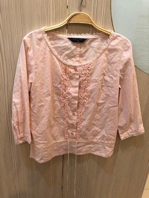小花別針、百貨專櫃【MASTINA】粉色短版鈕扣上衣