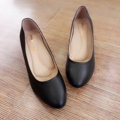 櫃姊 上班族 OL最愛 透氣高厚度鞋墊 久站久走沒負擔 中跟素面圓頭包鞋 高跟鞋-IP shoes