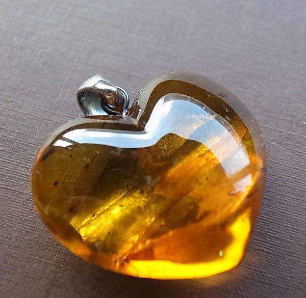 ☆采鑫天然寶石☆ * 桃花源* 頂級天然 琥珀蜜蠟(Amber)墜~極美心形款~純銀墜頭