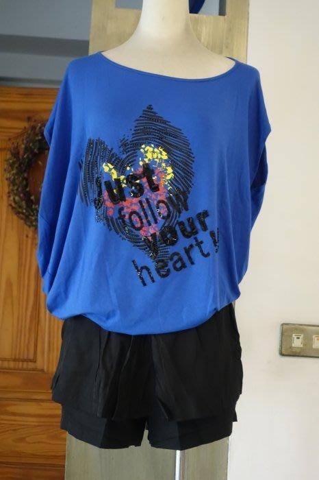 [C.M.平價精品館]均碼現貨最後一件出清特價/原價4900元設計師精品別緻百變不對稱斜肩精緻立體亮片愛心藍色長版T恤