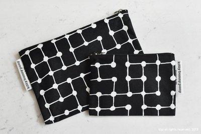 Kittybunnypony 黑底白點線攜帶式化妝包 零錢包 中款 20*14CM代購 02