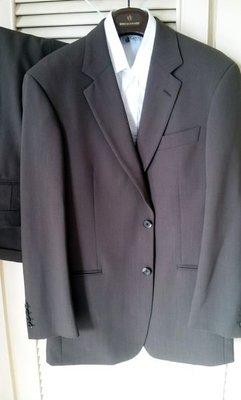 Hugo Boss 淺橄欖綠單排兩扣成套西裝