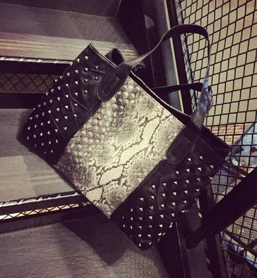 【JP.美日韓】 歐美 質感 韓國 托特包  重磅 硬挺  包  手提 手拿  側背包  蛇皮包 紋路