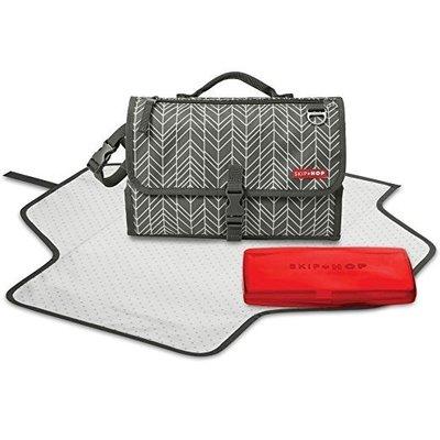 預購 美國帶回 Skip Hop Pronto 攜帶型寶寶防水尿布包-灰色羽毛款 媽咪的好幫手 育兒好物