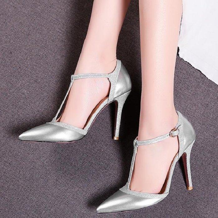 【星居客】精美女鞋大小碼女鞋  輕熟尖頭漆皮丁字式搭扣31-33細跟單鞋大碼40-43高跟涼鞋44-47S932