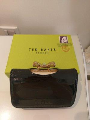 倫敦購入Ted Baker 質感黑色經典漆皮亮面真皮短夾 (附盒子) 12cm x 9cm (不含零錢扣)x 3cm