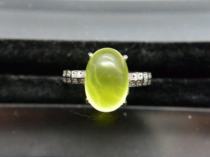 《葡萄石專區》《戒指》天然黃金色葡萄石(prehnite) 橢圓蛋面 簡約款設計戒指 戒子 #11.5